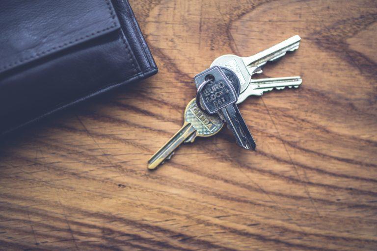 keys-wallet-5930-768x512